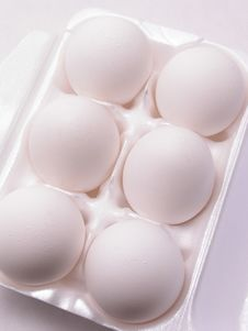 Free 6 White Eggs Stock Photography - 2029042