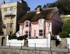 Free Pretty Thatched Seaside House Royalty Free Stock Photo - 2029435