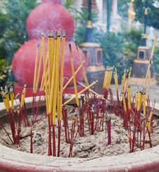 Free Burned Incense Sticks In The Incense Holder. Royalty Free Stock Photos - 20201848