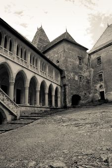 Free Black And White Image Of An Old Castle Courtyard Royalty Free Stock Image - 20223886
