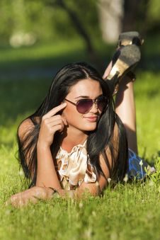 Free Beautiful Brunette In Sunglasses Lying On Grass Royalty Free Stock Image - 20226106