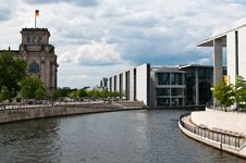 Free Paul-Löbe-Haus And Reichstag Berlin Royalty Free Stock Images - 20227389