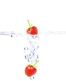Free Falling Strawberries Royalty Free Stock Photography - 20227637
