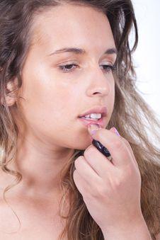 Free Woman Applying Lipstick Royalty Free Stock Photos - 20228348