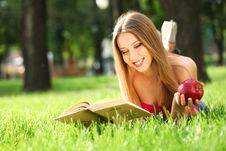 Free Woman In The Park With Book Royalty Free Stock Photography - 20228967