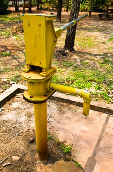 Free The Old Water Pump To The Countryside. Royalty Free Stock Photo - 20229475