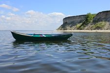 Free A Boat At Sea Against White Cliffs Royalty Free Stock Photography - 20231777