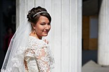 Free Happy Bride Near White Columns Royalty Free Stock Image - 20233096