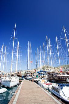 Free Yachts On The Harbor Next To Quay. Stock Photo - 20233940