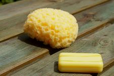 Free Yellow Sponge And Soap On Wood Panels Stock Photography - 20234872