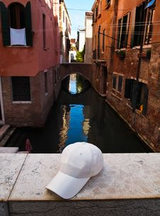 Free White Cap On The Bridge In Venice, Italy Royalty Free Stock Photo - 20242185