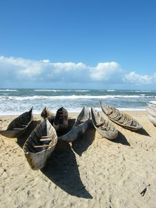 Free Canoes On Beach Royalty Free Stock Photos - 20242808