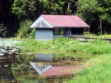Free Abandonded Hut Royalty Free Stock Photos - 20247088