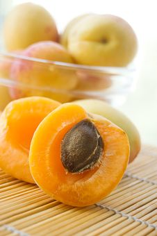Free Fresh Apricots Royalty Free Stock Images - 20248419