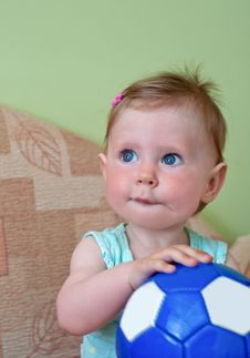 Free Girl With Ball Royalty Free Stock Photos - 20248498
