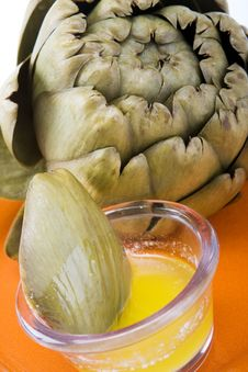 Free Steamed Artichoke With Melted Butter Royalty Free Stock Photos - 20250288