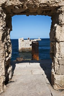 Free Breakwater Ruin Royalty Free Stock Image - 20250626
