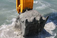 Free Excavator Bucket Of Water From The Soil Royalty Free Stock Photo - 20250925