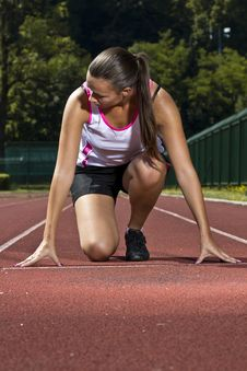 Free Young Woman In Sprinting Position Stock Photo - 20252420