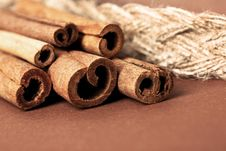 Free Cinnamon Sticks On Brown Royalty Free Stock Photography - 20252427