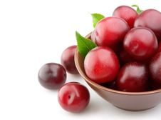Free Ripe Plums In A Plate Royalty Free Stock Images - 20254659