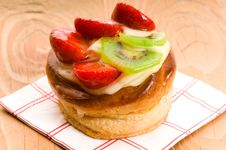 Free French Cake With Fresh Fruits Royalty Free Stock Photos - 20255238