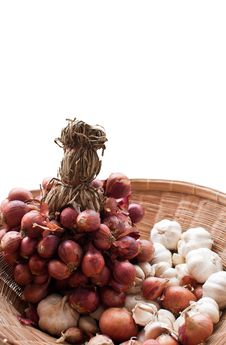 Free Red Onions And Garlic Royalty Free Stock Photography - 20259587