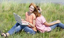 Free Girlfriends At Countryside With Laptop Royalty Free Stock Photos - 20277458