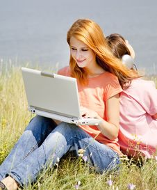 Free Girlfriends At Countryside With Laptop Royalty Free Stock Photos - 20277478