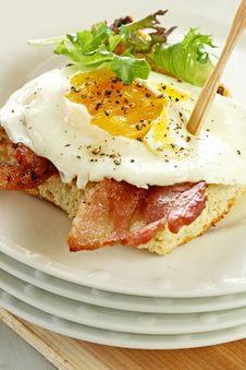 Free Egg And Bacon On Toast Royalty Free Stock Images - 20277959