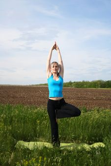 Free Woman Doing Yoga Outdoors Stock Photography - 20279772