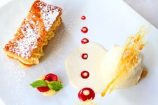 Free Biscuit With Vanilla Ice Cream Stock Image - 20280151