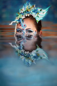 Free Female S Head And Reflection From The Water Royalty Free Stock Photography - 20284167