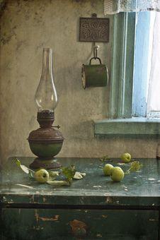 Free Kerosene Lamp And Apples Royalty Free Stock Photos - 20285398