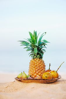 Free Pineapple On The Beach Stock Photography - 20286402
