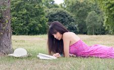 Free Reading In The Park Stock Photography - 20290582