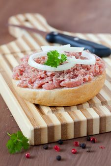 Free Fresh Bun With Minced Meat Royalty Free Stock Photography - 20292767