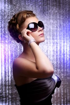 Free Stylish Young Wearing Sunglasses Royalty Free Stock Image - 20298796