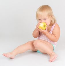 Free Adorable Girl Eat Green Fresh Apple Royalty Free Stock Images - 20305149