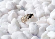 Free Golden Ring On White Pebbles Stock Image - 20305491
