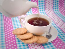 Free Pouring A Cup Of Tea Royalty Free Stock Photography - 20305497