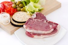 Free Raw Beef Fillet With Vegetables Royalty Free Stock Photo - 20306505