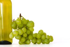 Free Bottle Of Wine With Grapes Stock Photos - 20306873