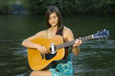 Free Young Woman Playing Guitar Royalty Free Stock Photography - 20307037