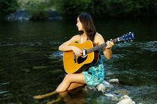 Free Young Woman Playing Guitar Royalty Free Stock Photography - 20307107
