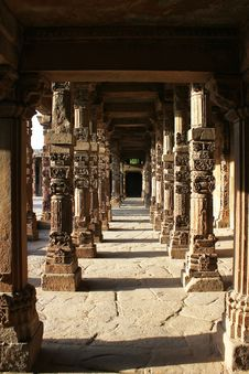 Free Pillars In Qutub Minar Royalty Free Stock Photography - 20322357