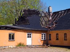Free Ruin And Remains Of A Burned Down House Royalty Free Stock Images - 20323259