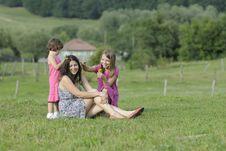 Free Beautiful Girls Creating Wreath Royalty Free Stock Image - 20323696