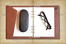 Free Reading Glasses Royalty Free Stock Images - 20324229