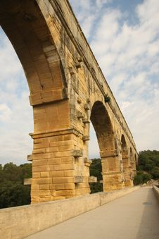 Free Pont Du Gard - Bridge And Arch Royalty Free Stock Photo - 20324785